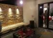Taras wraz z klimatycznym oświetleniem i wygodną kanapą