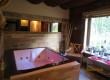 Pokój kąpielowy z jacuzzi z widokiem na las